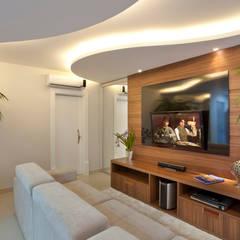 Salas multimedias de estilo translation missing: cl.style.salas-multimedias.moderno por Designer de Interiores e Paisagista Iara Kílaris