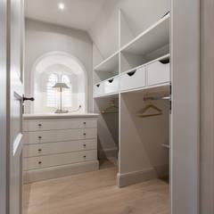 Fotoarbeiten Reetdachhaus in List auf Sylt: landhausstil Ankleidezimmer von Home Staging Sylt