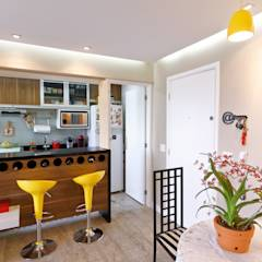 Apartamento Parque Butantã - 50m²: Salas de jantar minimalistas por Raphael Civille Arquitetura