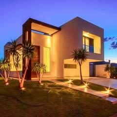 Perspectiva noturna: minimalistic Houses by Tony Santos Arquitetura