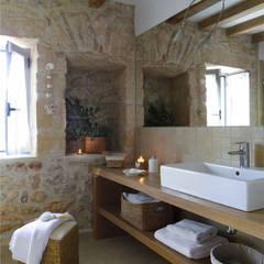 Casa Porto Saler. Formentera. 2000: Baños de estilo rústico de Deu i Deu