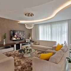 translation missing: id.style.ruang-keluarga.modern Ruang Keluarga by Designer de Interiores e Paisagista Iara Kílaris