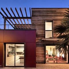 Vue de nuit: Maisons de style de style Moderne par HELENE LAMBOLEY ARCHITECTE DPLG