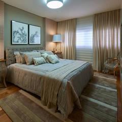 Apartamento JD: Quartos translation missing: br.style.quartos.classico por Espaço Gláucia Britto