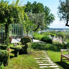 salotto green : Giardino in stile in stile Eclettico di ...