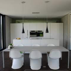 Offene Küche: moderne Küche von schroetter-lenzi Architekten