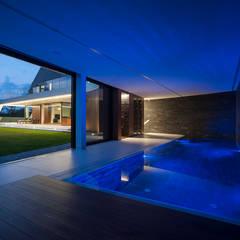 EDGE HOUSE: styl translation missing: pl.style.basen.nowoczesny, w kategorii Basen zaprojektowany przez MOBIUS ARCHITEKCI PRZEMEK OLCZYK