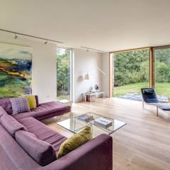 The Nook: modern Living room by Hall + Bednarczyk Architects