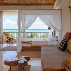 Casa Xixim: tropical Bedroom by Specht Architects