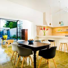 Casa FS55: Comedores de estilo moderno por Taller Estilo Arquitectura