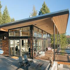 Camp Hammer: modern Houses by Uptic Studios
