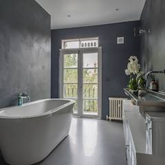 Full House Renovation with Crittall Extension, London: modern Bathroom by Holland and Green