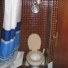 ANTES - Casa de Banho: Casas de banho modernas por Germano de Castro Pinheiro, Lda