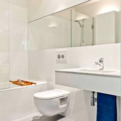 DEPOIS - Casa de Banho: Casas de banho modernas por Germano de Castro Pinheiro, Lda
