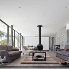 Casa na Comporta: Salas de estar modernas por RRJ Arquitectos