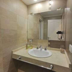 Baño: Baños de estilo clásico por Opra Nova