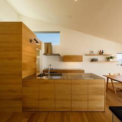 wrap: 一級建築士事務所hausが手掛けたtranslation missing: jp.style.キッチン.scandinavianキッチンです。