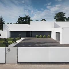 Dom na linii horyzontu: styl nowoczesne, w kategorii Domy zaprojektowany przez KMA Kabarowski MIsiura Architekci