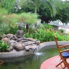 Jardines de estilo asiático por Eduardo Luppi Paisagismo Ltda.