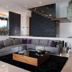 translation missing: id.style.ruang-keluarga.modern Ruang Keluarga by GLR Arquitectos