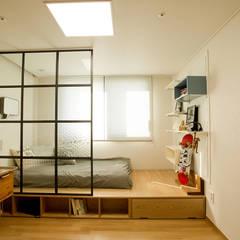 아파트속 모던 갤러리를 꿈꾼다: (주)바오미다의 translation missing: kr.style.침실.modern 침실