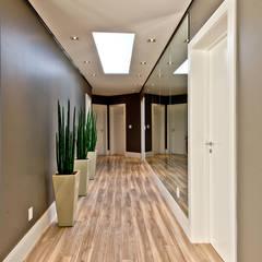 Circulação dos quartos: Corredores, halls e escadas modernos por Espaço do Traço arquitetura