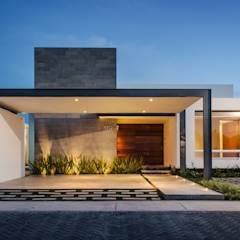 translation missing: id.style.rumah.modern Rumah by ADI / arquitectura y diseño interior