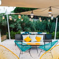 Jardines de estilo tropical por DyD Interiorismo - Chelo Alcañíz