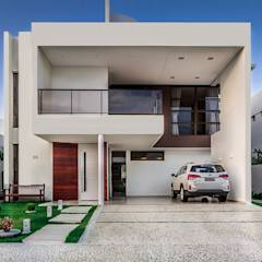 Residência A & F: minimalistic Houses by Lyssandro Silveira