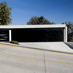 Garages de estilo moderno por aaestudio