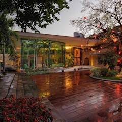 Nest - Private residence at Koregaon Park: modern Houses by TAO Architecture Pvt. Ltd.