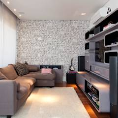 Salas multimedias de estilo translation missing: cl.style.salas-multimedias.moderno por Figoli-Ravecca Arquitetos Associados
