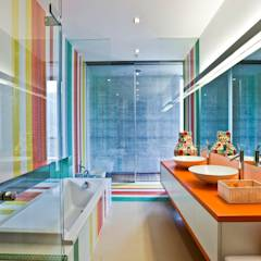 Oriental Chic: Casas de banho ecléticas por Viterbo Interior design