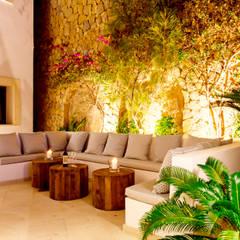 REFORMA EN CALA MORAGUES: Piscinas de estilo moderno de JAIME SALVÁ, Arquitectura & Interiorismo