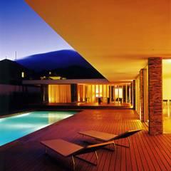 Vista nocturna: Piscinas modernas por A.As, Arquitectos Associados, Lda