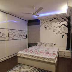 master bedroom: eclectic Bedroom by KREATIVE HOUSE