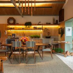 Living: Salas de jantar tropicais por Marina Linhares Decoração de Interiores