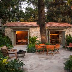 Jardines de estilo topical por Marina Linhares Decoração de Interiores