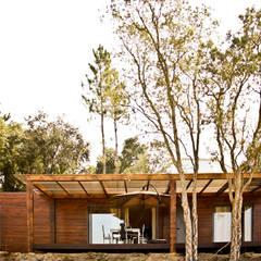 Projecto Bungalow Alcobaça: Habitações translation missing: pt.style.habitações.rustico por goodmood - soluções de habitações
