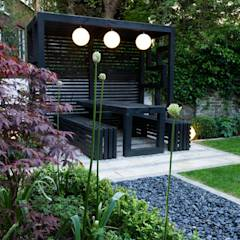Pergola: modern Garden by Earth Designs