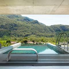 Betonowe ławki.: styl translation missing: pl.style.basen.nowoczesny, w kategorii Basen zaprojektowany przez Modern Line