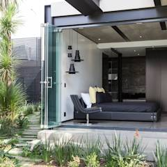 House in Kloof Road : modern Bedroom by Meulen Architects