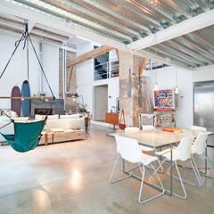 'Rehbailitacion edificio en Gracia': Comedores de estilo moderno de lluiscorbellajordi