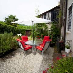 Patio esterno: Giardino in stile in stile Moderno di HAUS - Home & ambient unique solutions