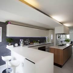 Cucina: Cucina in stile in stile Moderno di HAUS - Home & ambient unique solutions