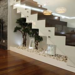 Projecto 2: Corredores, halls e escadas modernos por HC Interiores