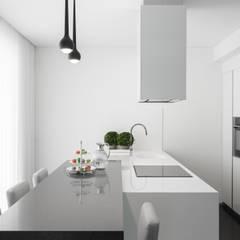 Casa em Braga: Cozinhas modernas por Casa MARQUES INTERIORES