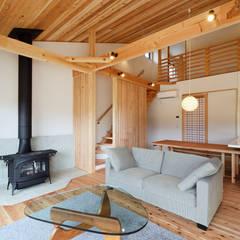 平井の家: 株式会社kotoriが手掛けたtranslation missing: jp.style.リビング.modernリビングです。