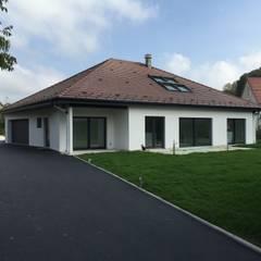 villa familiale à Hagenthal-le-Bas: Maisons de style de style Classique par A.FUKE-PRIGENT ARCHITECTE