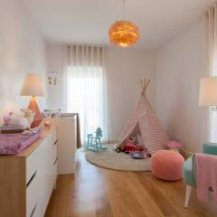Dormitorios infantiles de estilo moderno por Traço Magenta - Design de Interiores